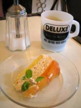 桃のムースとコーヒー