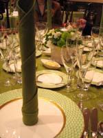 テーブルはホワイトとグリーンで
