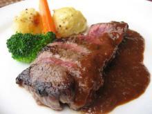 牛モモ肉のシャリアピンステーキ